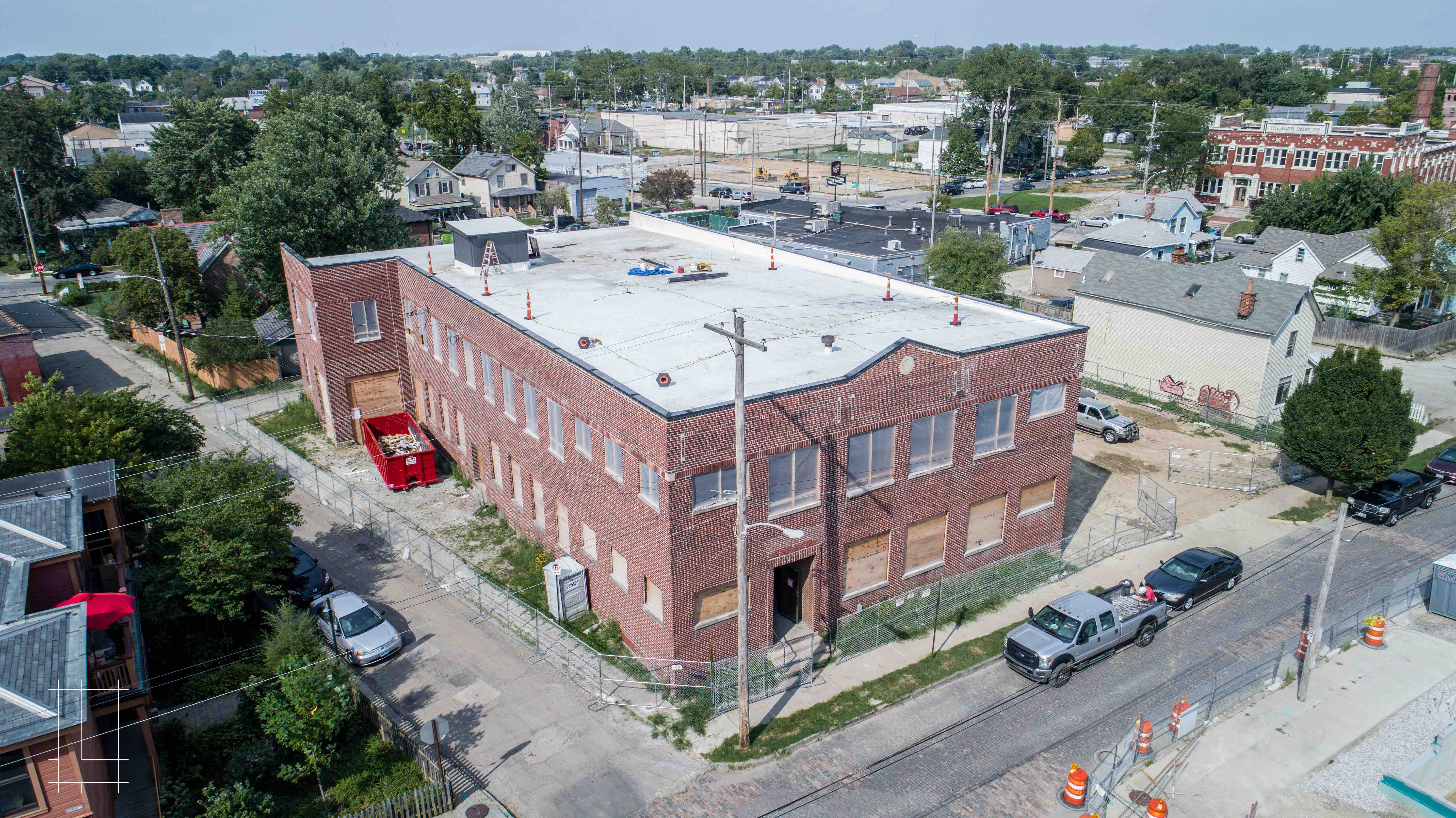The EJ Thomas Co.'s former warehouse sat empty for years before Lykens Companies gave it a full renovation, filling it with 20 1 bedroom, 1 bathroom luxury apartments. Located in Columbus, Ohio, Lykens Companies serves Columbus, Ohio's urban core with an eye toward historical preservation and restoration. We are deeply involved in the Short North, Victorian Village, Italian Village, Olde Towne East, and Weiland Park communities.