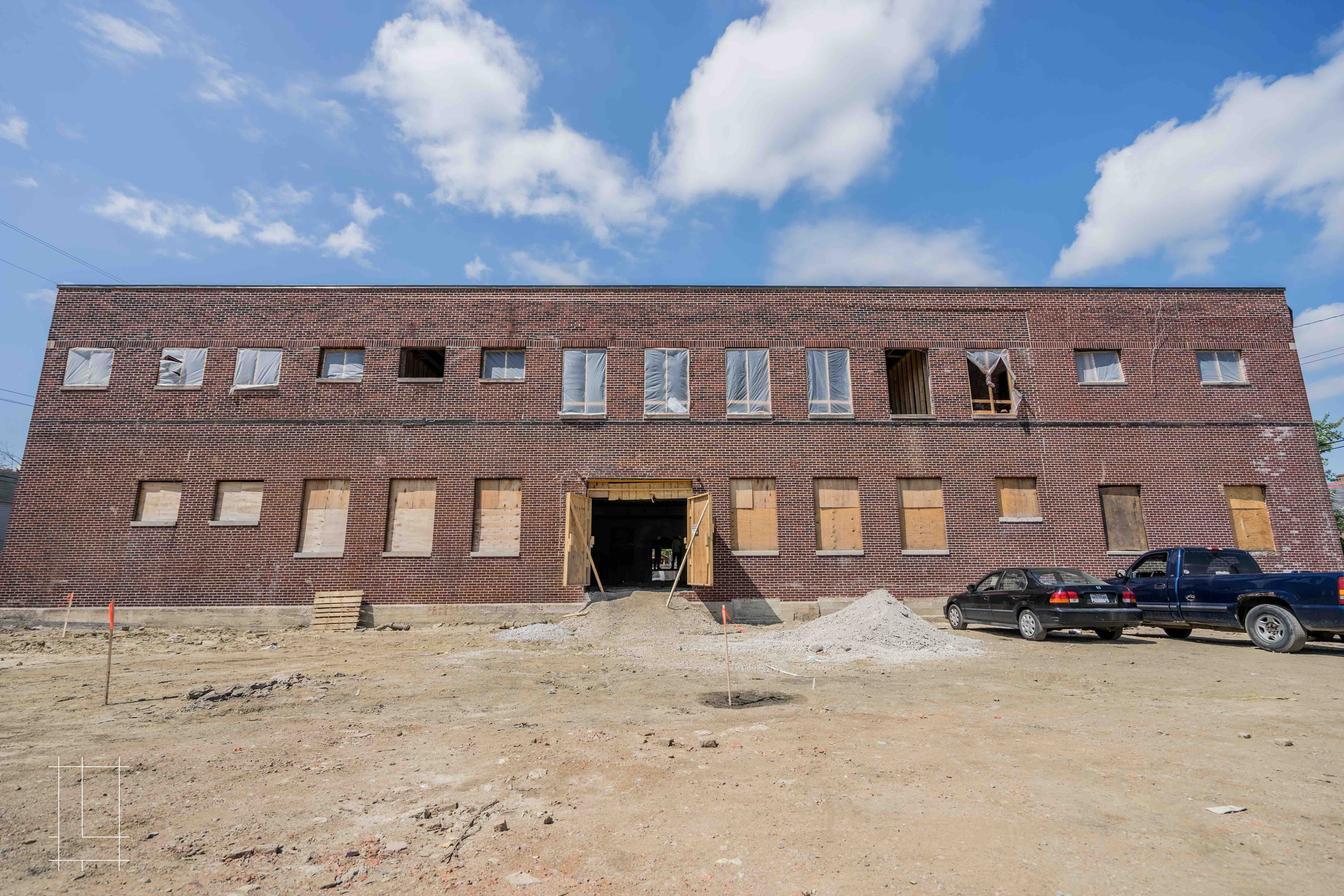 In May 2018, we will complete our revitalization of the historic EJ Thomas warehouse! A sister to the Wonder Bread Lofts, this Italian Village industrial site is another that we've converted into a collection of unique loft spaces and only our second renovation like this ever. Lykens Companies continues to spearhead the incredible transformation happening on the 4th Street Corridor. In 2018 alone, Lykens will introduce six projects to the Italian Village, adding to the exciting momentum started by great local businesses like Seventh Son Brewery, Fox in the Snow, The Market Italian Village, and more. The EJ Thomas Co.'s former warehouse sat empty for years before Lykens Companies gave it a full renovation, filling it with 20 1 bedroom, 1 bathroom luxury apartments. Located in Columbus, Ohio, Lykens Companies serves Columbus, Ohio's urban core with an eye toward historical preservation and restoration. We are deeply involved in the Short North, Victorian Village, Italian Village, Olde Towne East, and Weiland Park communities.